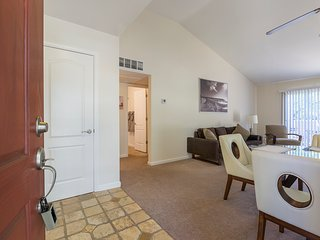 ★Gated 2bd/2ba Close to Shops ★ Parking ★ 2 Pool ★