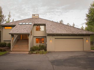 Families or Groups- Fireplace- Deck- BBQ - Wifi - Steps from Big Deschutes River