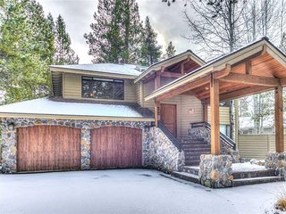 Beautiful Sunriver home 2 master suites. Free SHARC Passes.