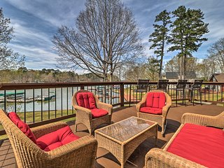 Lakefront Eatonton House w/ Dock Near Boat Ramp!