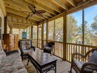Tree House By The Sea -Spacious 3 bedroom home with a loft and large backyard