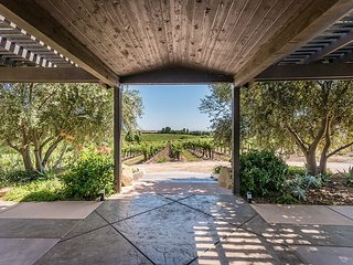 Vineyards, Views, Privacy and Hot Tub at Sunset Vineyard