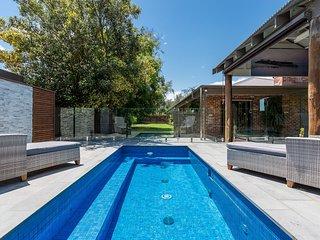 Glen Retreat - Heated Swimming Pool!