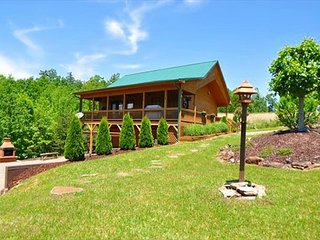 WINE DOWN - Rustic cabin w/Pool Table, WiFi, with Mtn Views, Pond & Fishing