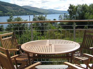 Tarmachan, sleeps 4. Views of Loch Tay