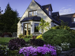 Mo Dachaidh, sleeps 8 and dog friendly