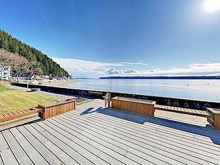 McKees Beach All-Suite 3BR w/ Huge Deck Overlooking 48' of No-Bank Waterfront