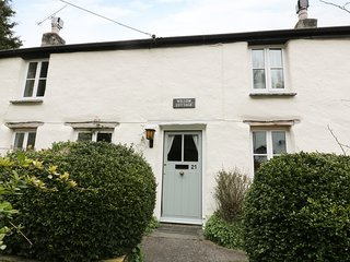 WILLOW COTTAGE, terraced, open plan, in Wadebridge, Ref 978063