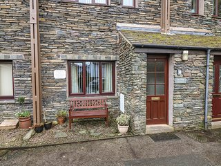 HEATHER COTTAGE, stone fronted, pets welcome,WiFi, private parking, in Ambleside