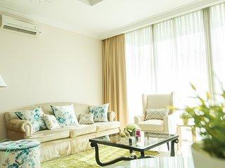 Lucky8 * SCBD Senopati * cozy & luxe * free WiFi * flexible check in & out *