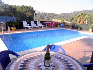 Bonito apartamento en urbanización Font de San Llorenç con piscina privada