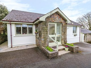 WOODGREEN COTTAGE, bungalow, family-friendly, roll-top bath in Templeton, Ref 94