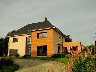 Maison d'architecte contemporaine, exposee sud-ouest, environnement calme
