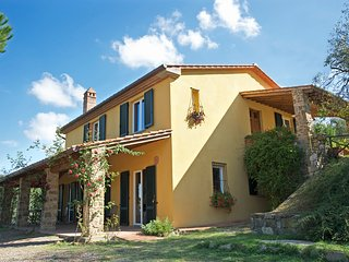 Villa with pool in the heart of Tuscany