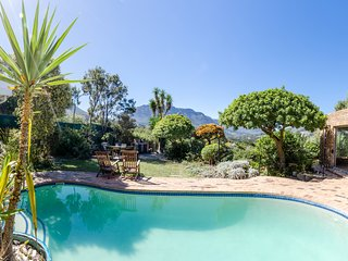 Cape Town luxury bungalow self catering for 6