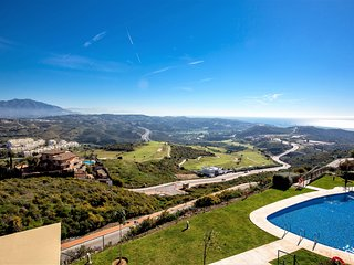 BT9 Spectacular Golf, Sea and Mountain Views