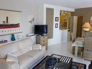 2 bedroom Apartment in Biarritz, Nouvelle-Aquitaine, France : ref 5050052