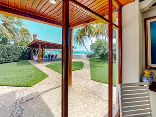 Long-term discounts: Oceanfront villa w/ private pool, sea views, near beach!