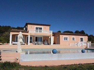 Magnifique Villa entierement renovee avec piscine et 5000m2 de terrain