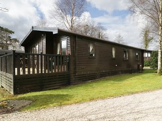 LATRIGG LODGE, Mountain views, private parking, outside space, Ref 972372