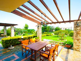 Bizmut Shared Pool Villa, Paliouri