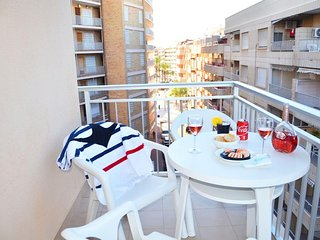Apartment 75 m to beach, free WiFi, balcony, near restaurants+shops