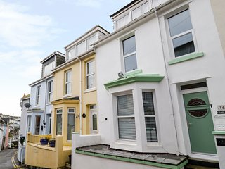 PEBBLE BAY, en-suite bedrooms, open plan living room, harbour views, in Brixham,