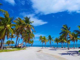 Classic 1BR+1RB, Oceanfront building, Miami Beach