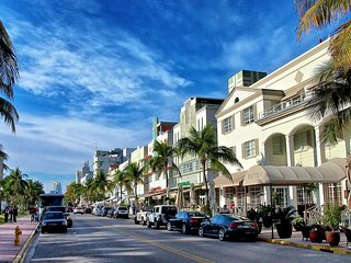 OCEAN DRIVE! UNIT FOR 4 GUESTS, HOUSEKEEPING, 1 BLOCK TO OCEAN, BY THE CLUBS!