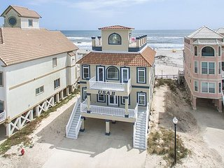 Beautiful Beach Front House with an Amazing Rooftop Deck!