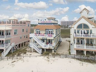 Beautiful Beach Front House with an Amazing Rooftop Deck and elevator!