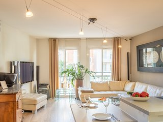 Beautiful well planned apartment close to Plage du Midi with private parking.