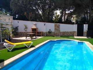 Alojamiento BOGUES con piscina privada