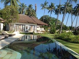 grande villa luxueuse, authentique  les pieds dans l'eau