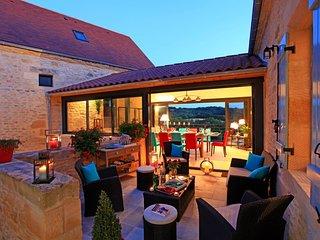 Terrasse Haute Demeure de charme avec piscine privative dans magnifique domaine