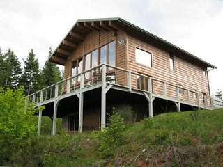 Large Cabin/Fantastic View/10 Min. to Hood River/Hot Tub/Pet friendly