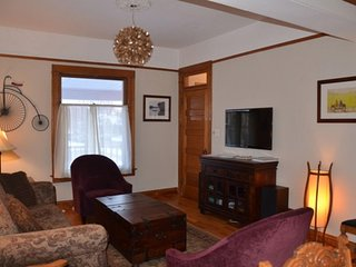 Clean & Cozy Kid-Friendly Home Near Downtown, Highlands, Hwy, Free WiFi