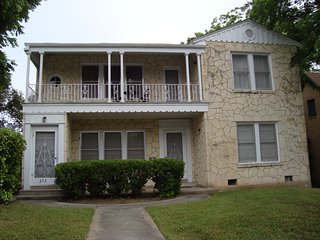 4 BEDROOMS-only 3 miles to RiverWalk&DT,Reunions,Wedding,Corp,Trinity,Pearl,WIFI