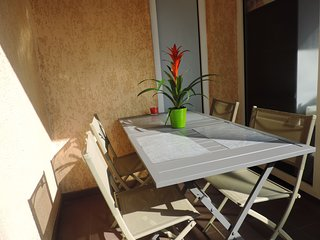 Serenity: charming flat with 2 balconies 5 min away from the beach on foot