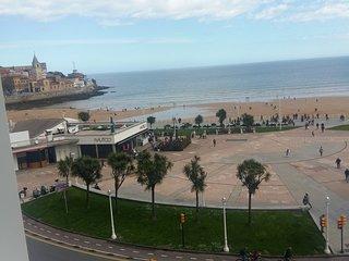 Vistas Playa San Lorenzo. Centro de la Ciudad.
