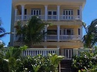 3 BR Beachfront!  Sandy Beach - with Generator