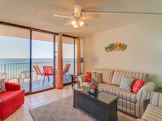 Condo with gorgeous ocean views, easy beach access, shared pool!