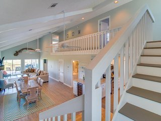 Stunning, dog-friendly, oceanfront home w/ direct beach access!