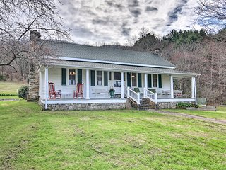 '100 Acre Woods' Blue Ridge Cottage w/Pond & Views