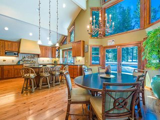 Sunny, spacious North Tahoe home with pool, hot tub access - Mountain Sun Chalet