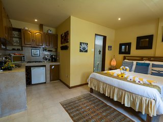 Palm Breeze Villa Boracay - Jasmine Suite