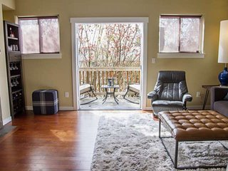 Modern Townhome With Open Floor Plan and Pool Table Near Washington Square, 8.5