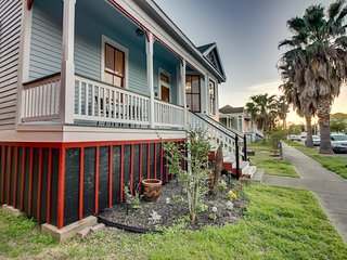 Dog-friendly home with private hot tub, great for exploring the city & beach!