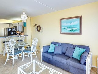 NEW LISTING! Cute condo w/shared pool & hot tub - near beach and Schlitterbahn