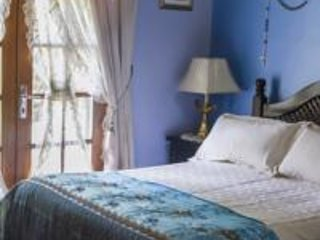 Hostal Saint Mary's Tababela Bed and Breakfast